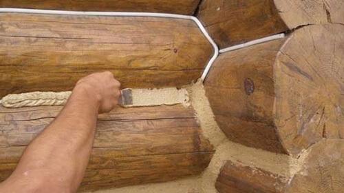 Заделка щелей срубового дома